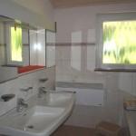 Gartenblick - Bad mit Doppelwaschbecken